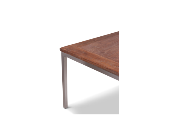 Teak houten tafel met stalen onderstel Kirsten close up